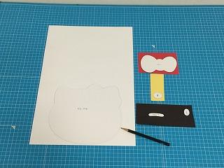 ②型紙に合わせて絵を描く