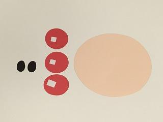 ①型紙に合わせて線を書き、色画用紙を切る