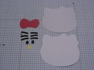 ③線に沿って紙を切る